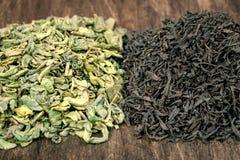 绿色和黑茶叶 库存图片