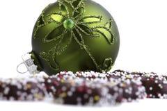 绿色圣诞节中看不中用的物品 免版税图库摄影