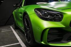 绿色奔驰车AMG广义相对论2018年V-8 Biturbo外部细节,车灯 正面图 汽车外部细节 免版税库存照片