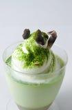 绿色奶油甜点茶 免版税库存照片