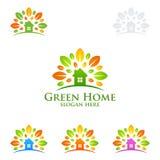 绿色家庭商标,房地产传染媒介与议院的商标设计,叶子和生态塑造 免版税库存照片