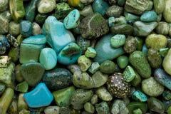 绿色小卵石 免版税库存照片