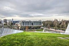 绿色屋顶和观众席大厦 免版税图库摄影