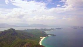 绿色山和蓝色海天际天线的环境美化 寄生虫视图青山和蓝色海环境美化 股票录像