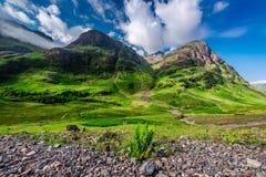 绿色山在日出的Glencoe,苏格兰 免版税库存照片