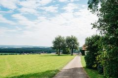 绿色山谷风景看法在奥地利阿尔卑斯 免版税库存图片