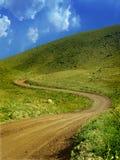绿色山路径 免版税图库摄影