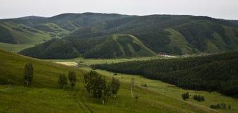 绿色山 免版税库存照片