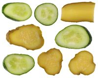绿色新鲜和盐味的黄瓜片断  库存照片