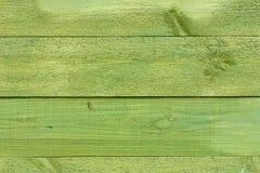 绿色木被绘的墙壁 库存图片