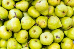 绿色梨水多的新鲜水果 库存图片