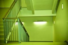 绿色楼梯 免版税图库摄影