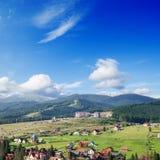 绿色横向山 库存图片