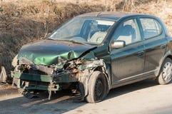 绿色汽车有一次事故 库存图片