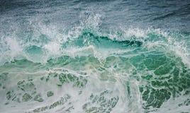 绿色波浪击碎 库存照片