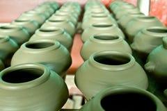 绿色泥罐 免版税图库摄影