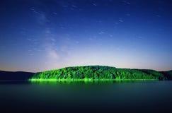 绿色海岛晚上 免版税库存照片
