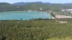 绿色湖,山空中4k录影的葡萄园 股票录像