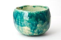 绿色瓦器杯子 免版税图库摄影