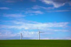 绿色电力的风车 免版税库存图片