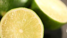 绿色石灰在紧压刷新的精力充沛的汁液前切开了,健康生活方式 股票视频