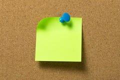 绿色笔记本附有corkboard 库存图片