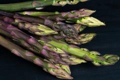 绿色紫色芦笋 免版税库存照片
