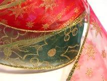 绿色红色丝带 免版税库存照片