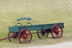 绿色红色无盖货车 免版税库存照片