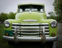 绿色老卡车 库存图片