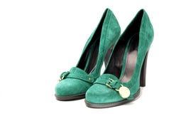 绿色脚跟高s穿上鞋子绒面革妇女 库存照片