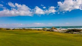 绿色航路看法半岛高尔夫球场的岩石点的,墨西哥 免版税库存照片