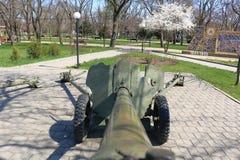 绿色苏联枪在一个公园在Georgievsk,俄罗斯 库存图片