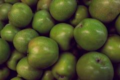 绿色苹果很水多和俏丽为午餐 免版税库存图片