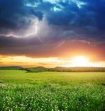 绿色草甸山 库存照片