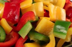 绿色辣椒粉片红色黄色 免版税库存图片
