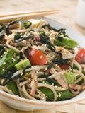 绿色面条沙拉seawee soba茶wakame 免版税库存照片