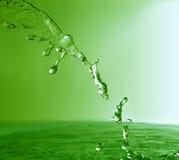 绿色飞溅流 库存图片
