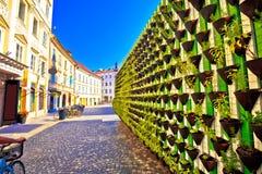绿色eco墙壁在卢布尔雅那市中心 库存图片