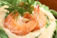 绿色Tagliatelle用奶油沙司和虾 库存照片