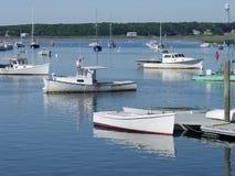 缅因龙虾小船在港口。 免版税库存图片