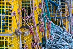 缅因龙虾陷井和绳索 库存图片