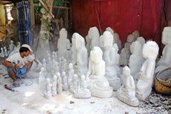 缅甸人雕刻 免版税库存图片