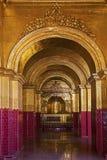 缅甸修道院金子 库存图片