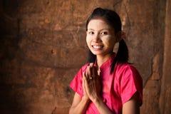 缅甸女孩欢迎 库存照片