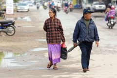 缅甸成熟夫妇走 库存照片