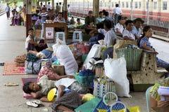缅甸旅客列车 免版税库存图片