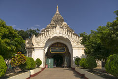 缅甸的入口修道院 库存图片
