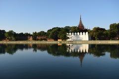 缅甸的曼德勒宫殿 免版税库存图片