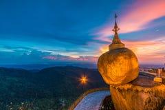 缅甸的Kyaikhtiyo塔 免版税库存照片